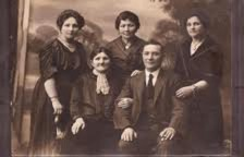 My great-uncle, David Sukiert (as spelled in Scotland, where he immigrated) apparently on a visit back to Poland with his mother and the three sisters presumed lost in the Holocaust.